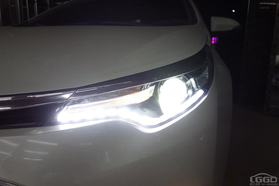 丰田雷凌改原装Q5透镜和流光日行灯