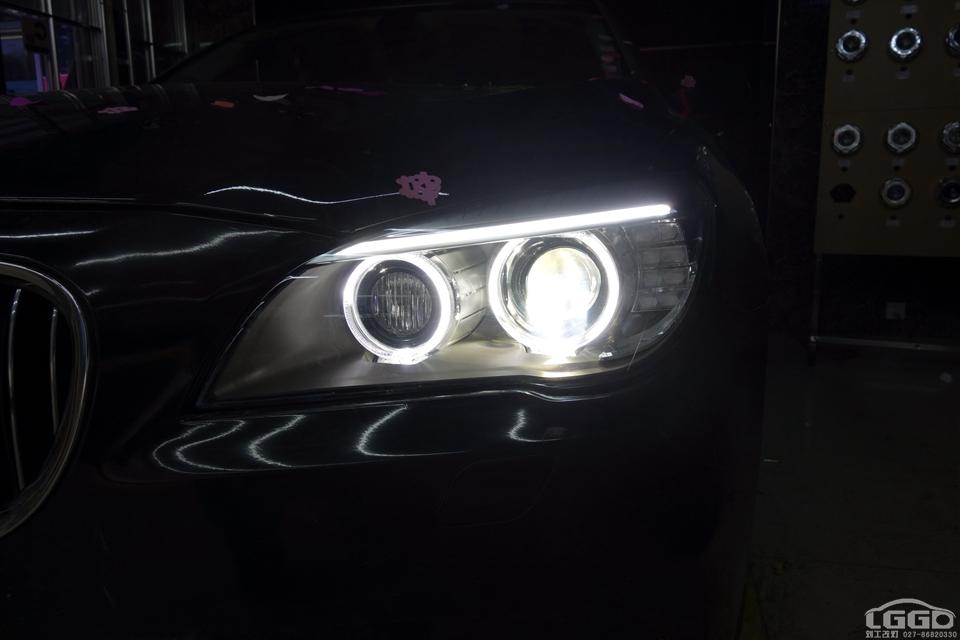 宝马7系升级新款白色天使眼大灯