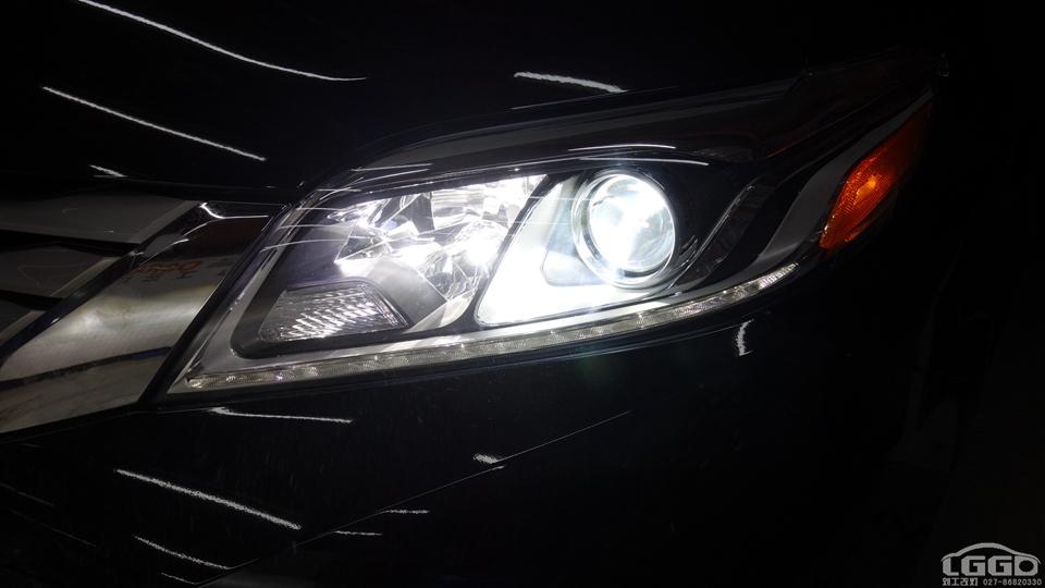 丰田塞纳改进口全新海拉6配欧司朗CBH套装
