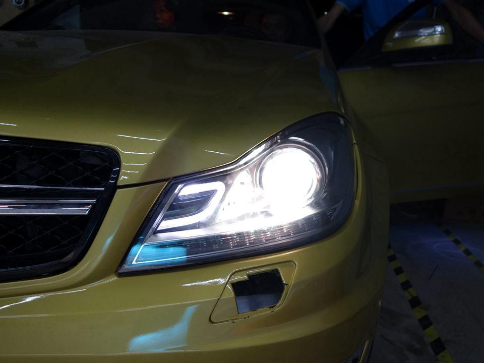 奔驰C200原车灯不亮改新款AFS大灯总