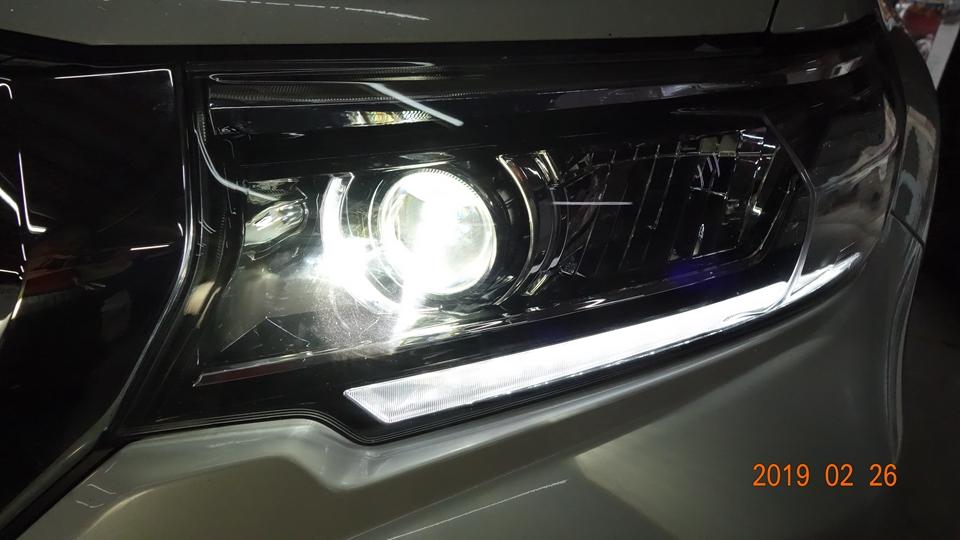 丰田新款普拉多车灯不亮改装双光透镜氙气灯