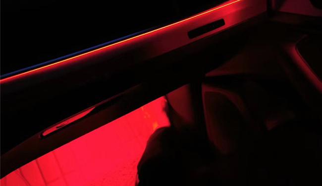 奥迪Q7加装氛围灯,给车里加装一些氛围灯,给自己加装一种心情!