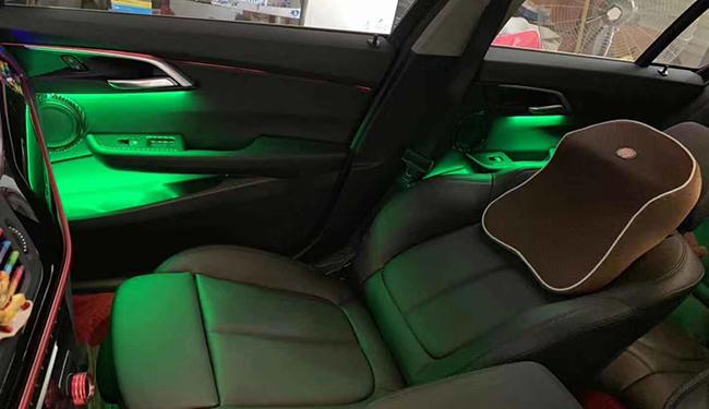 宝马1系加装氛围灯,给汽车加装一丝色彩!