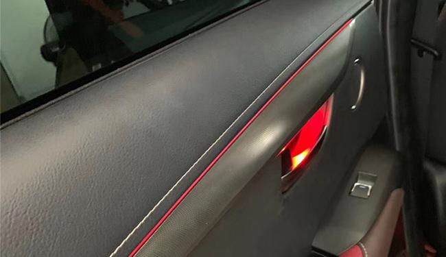 武汉升级,雷克萨斯NX300加装64色氛围灯!