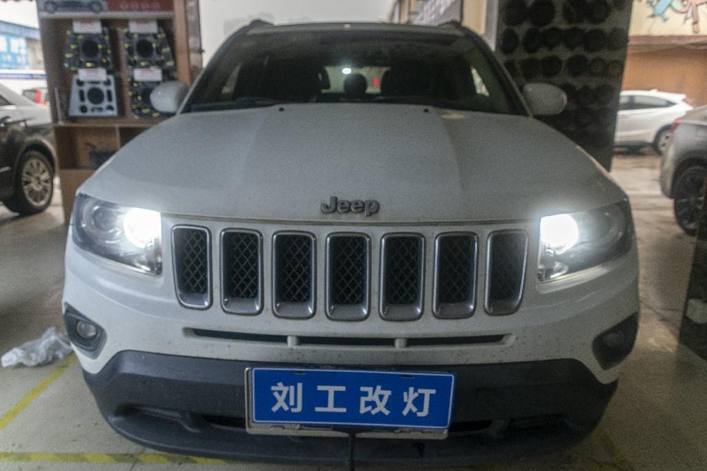 JEEP指南者车灯改装升级LED远近一体双光透镜